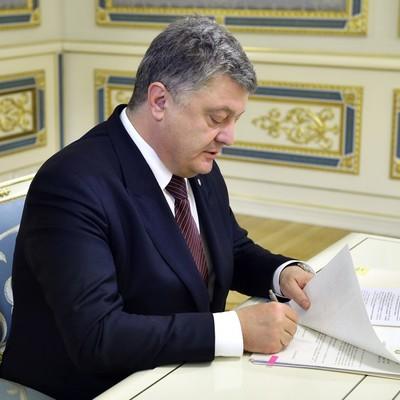 Порошенко підписав закони щодо підвищення соціального захисту військових та членів їх сімей