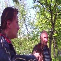У Житомирі «іменинниця» влаштувала ДТП та почала пити горілку перед поліцейськими (відео)