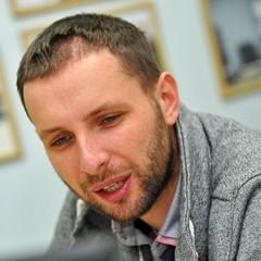 Парасюк пожалівся, що до будинку його батьків приїхали журналісти каналу Ахметова