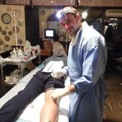Хірург «Смайл»: за дев'ять діб в оточенні провів понад ста операцій прямо у криївці