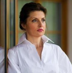 У футболці «Україна»: Марина Порошенко провела перший випуск зарядки на телебаченні (відео)