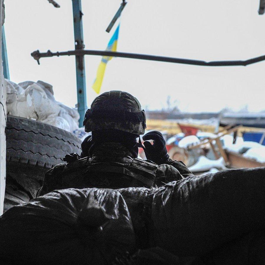 У зоні АТО ситуація напружена, двох військових поранено - штаб