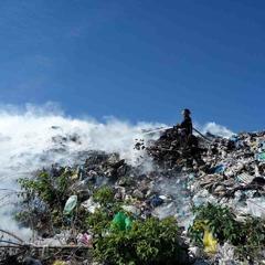 Під Києвом горить сміттєзвалище (фото)