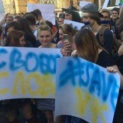 Діти мітингують під Адміністрацією Президента через блокування VK (фото)