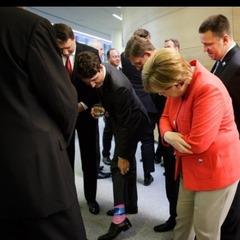 Меркель виклала в Instagram фото яскравих шкарпеток Трюдо (фото)