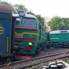 На Хмельниччині зіткнулися два потяги: 6 постраждалих, в тому числі і діти (фото, відео)