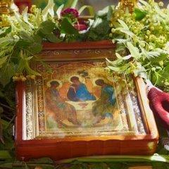 Трійця принесе українцям додатковий вихідний: традиції, повір