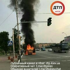 У Броварах загорілась і вибухнула маршрутка (фото)
