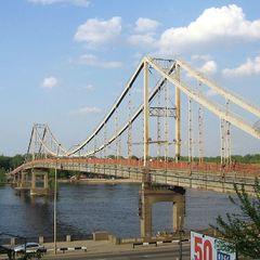 У Києві 16-річний підліток упав з опори Пішохідного моста і розбився на смерть
