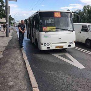 У київській маршрутці стався вибух, є постраждалі