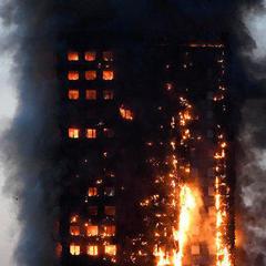 Унаслідок пожежі в лондонській багатоповерхівці госпіталізували 50 людей, є загиблі