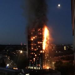 «Люди просто викидали дітей»: історія пожежі у лондонській багатоповерхівці