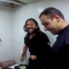 В Туреччині чоловік застряг в унітазі, рятуючи свій телефон (фото)