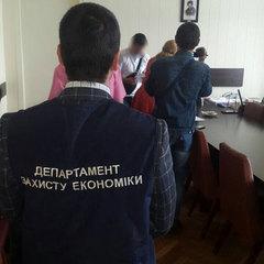 Посадовець Полтавської облдержадміністрації вимагав від підприємця хабар за дозвіл на здійснення перевезення пасажирів