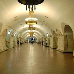 У Києві в метро під потяг потрапила жінка (фото)