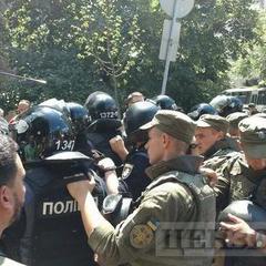Під Адміністрацією Президента відбулися сутички «айдарівців» з правоохоронцями