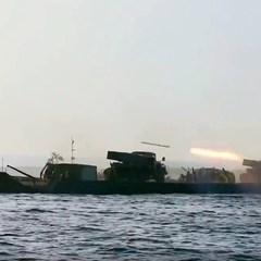 Українські десантники в рамках навчань уперше відкрили вогонь із Градів на поромі (відео)