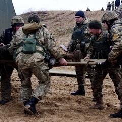 В зоні АТО за добу поранено двох українських військових, - штаб