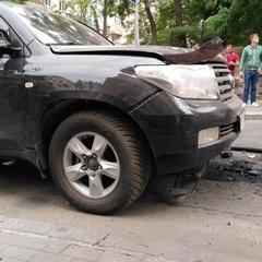 У Києві вибухнув джип Toyota (фото)