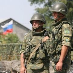Російські військові бригадами тікають з передової в АТО, крадучи зброю, - розвідка