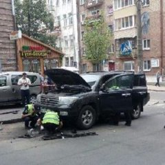 Вибух автомобіля у центрі Києва. Поліція розповіла про бомбу (відео)