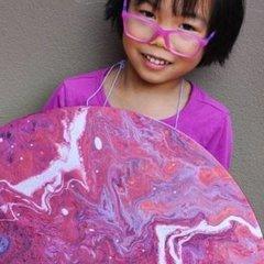 Юна художниця із Австралії створює фантастичні картини, віддаючи кошти за їх продаж на благодійність (фото)