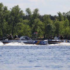 У Києві поліцейські врятували чоловіка, який думав, що зможе переплисти Дніпро