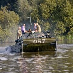 На Донбасі військові пройшли навчання по подоланню водних перешкод. Опубліковано захоплююче відео