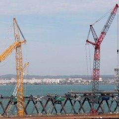 У Росії відзвітували, що будівництво Кримського моста через Керченську протоку наполовину завершено