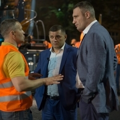 Київський мер перевірив вночі ремонтні роботи на Повітрофлотському проспекті (фото, відео)