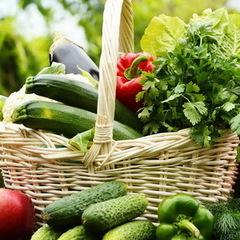 Українцям доводиться переплачувати за вітчизняні овочі та фрукти у 5-6 разів