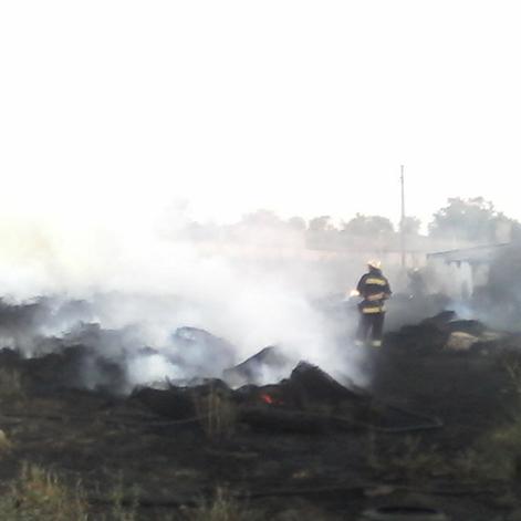 На Миколаївщині горить звалище із шинами (відео)
