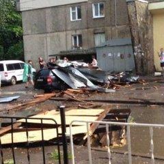 У Львові стихія повалила десятки дерев (фото, відео)
