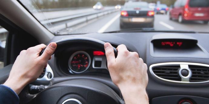 Водіям-порушникам хочуть посилити покарання: відбирати права і в автошколу