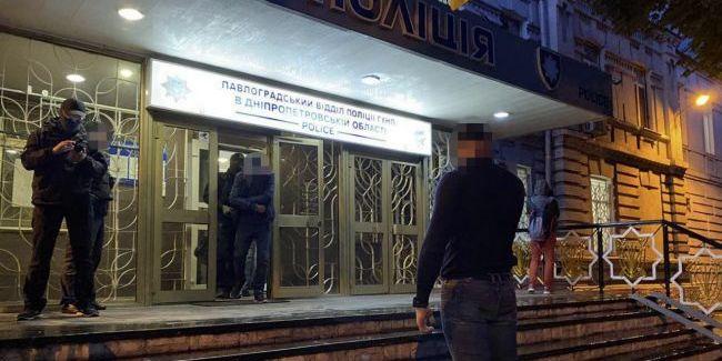 ДБР та СБУ затримали банду поліцейських