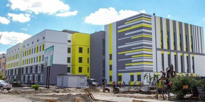 У Києві триває масштабне будівництво енергонезалежної школи
