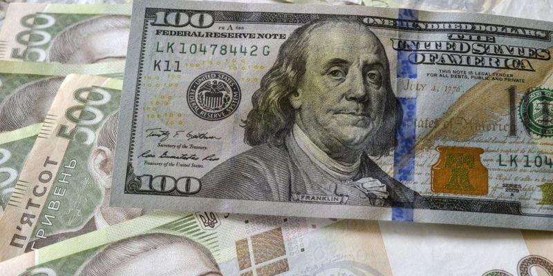 Аналітики прогнозують падіння курсу долара