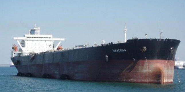 Україна пропустила російські танкери з нафтою у свої порти