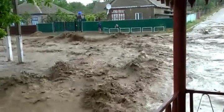 Негода на Одещині: вода зруйнувала дороги й затопила будинки – відео