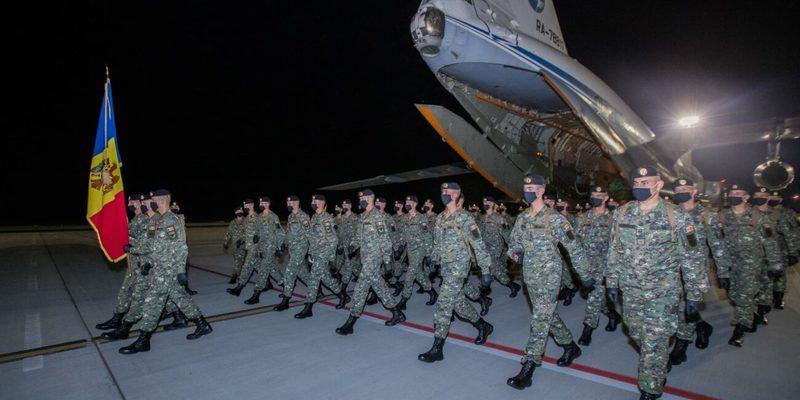 Одна з сусідок України відправила елітний підрозділ військовослужбовців на парад до Москви