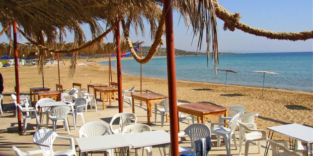Кіпр в аеропортах безкоштовно перевірятиме туристів на COVID-19