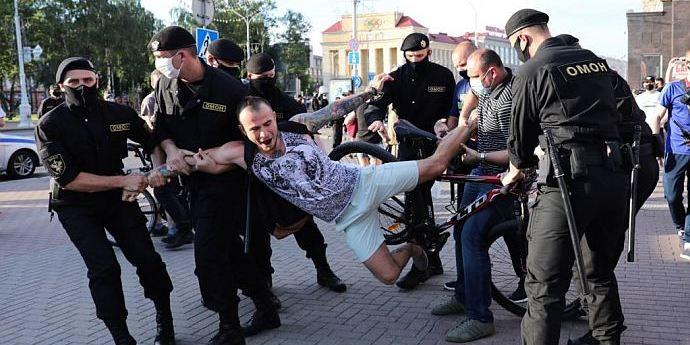 Протести в Білорусі: затримано понад 120 осіб, включаючи журналістів