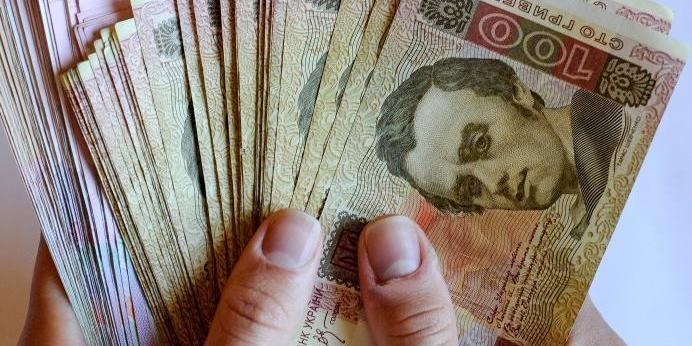 Нардепи пропонують збільшити максимальну суму «анонімного» переказу грошей
