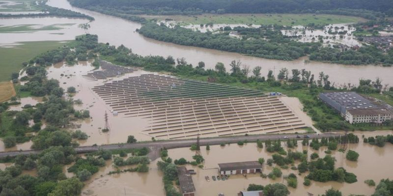 «Знадобиться не один мільярд»: Зеленський обіцяє відновити житло усім постраждалим від повеней