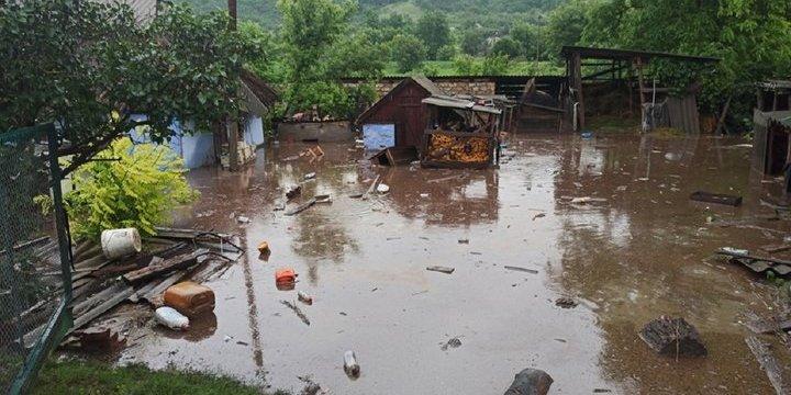 Велика вода загрожує Тернопільщині, а на Одещині затопило село