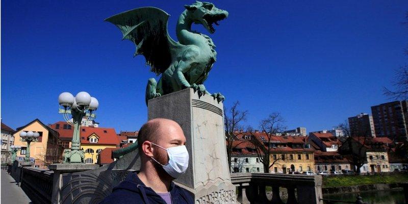 Словенія, яка першою у Європі оголосила про завершення епідемії, повертає «масковий режим»