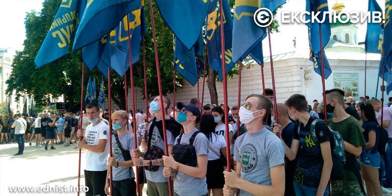 В Києві протестують з вимогою заборонити «Партію Шарія» та «ОПЗЖ». Пряма трансляція