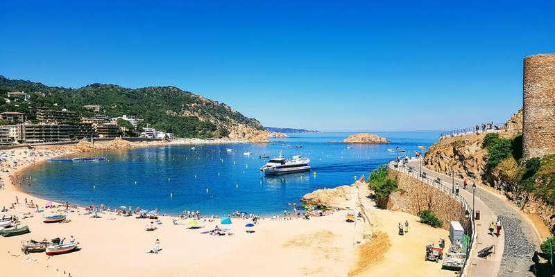 В Іспанії знову впроваджують обмеження і закривають пляжі через пандемію коронавірусу