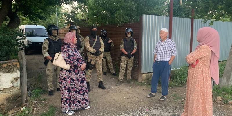 Російські силовики прийшли з обшуками до кримських татар: є затримані