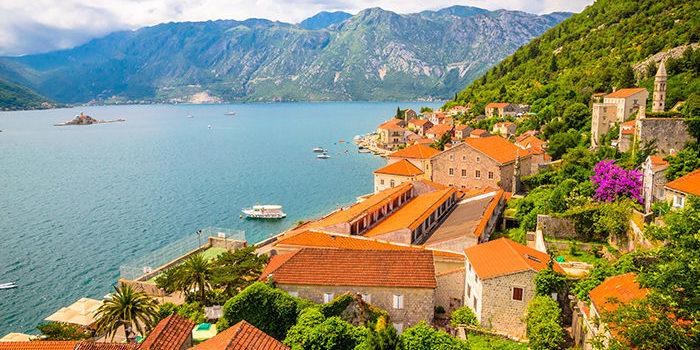 Чорногорія спростила в'їзд для туристів з України, пускатиме без тесту